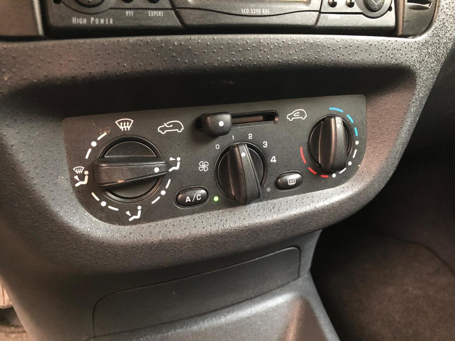 Citroën-C2-12