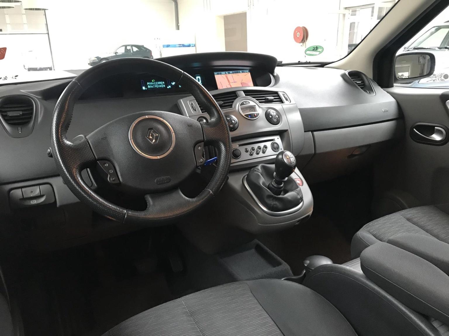 Renault-Scénic-15
